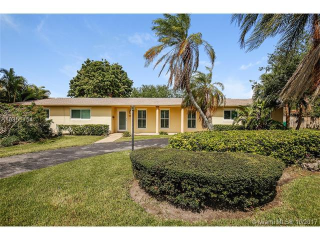 9801 SW 141st Dr, Miami, FL 33176 (MLS #A10355754) :: The Erice Team