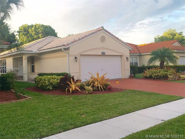 20815 NW 15th St, Pembroke Pines, FL 33029 (MLS #A10356016) :: Green Realty Properties