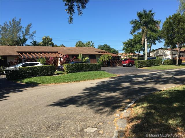 893 SW 120th Way #893, Davie, FL 33325 (MLS #A10356040) :: RE/MAX Presidential Real Estate Group