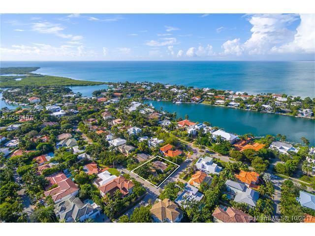700 Myrtlewood Ln, Key Biscayne, FL 33149 (MLS #A10356407) :: The Riley Smith Group