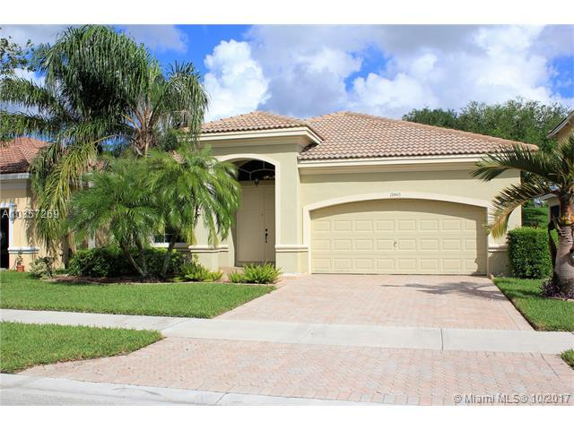 19445 SW 67th St, Pembroke Pines, FL 33332 (MLS #A10357269) :: Castelli Real Estate Services