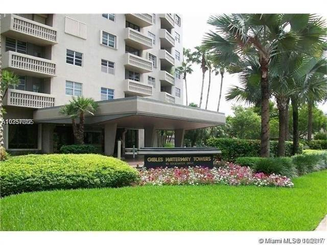90 Edgewater Dr #104, Coral Gables, FL 33133 (MLS #A10357305) :: The Erice Team