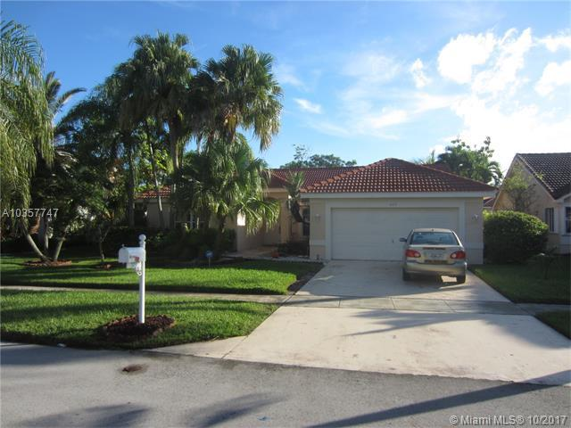 709 NW 177th Ave, Pembroke Pines, FL 33029 (MLS #A10357747) :: The Teri Arbogast Team at Keller Williams Partners SW