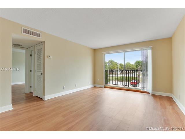 7616 NW 5th St 10-1B, Plantation, FL 33324 (MLS #A10358170) :: The Chenore Real Estate Group
