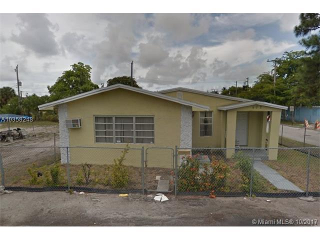 902 NW 13th Ave, Fort Lauderdale, FL 33311 (MLS #A10358248) :: The Teri Arbogast Team at Keller Williams Partners SW