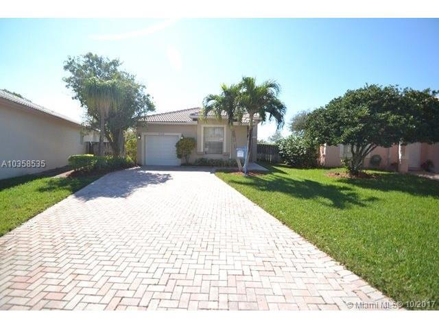 17150 NW 11th St, Pembroke Pines, FL 33028 (MLS #A10358535) :: The Chenore Real Estate Group