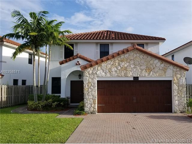 9738 NW 10th St, Miami, FL 33172 (MLS #A10358571) :: The Chenore Real Estate Group