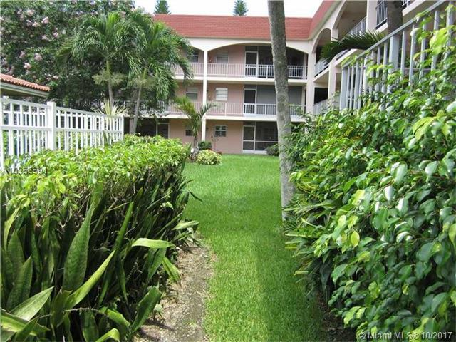 541 Blue Heron Dr #117, Hallandale, FL 33009 (MLS #A10358591) :: The Chenore Real Estate Group