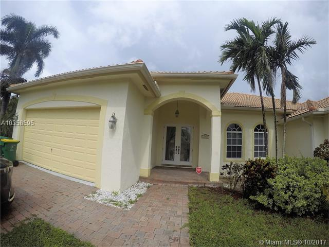 11761 NW 23, Plantation, FL 33323 (MLS #A10358595) :: The Chenore Real Estate Group