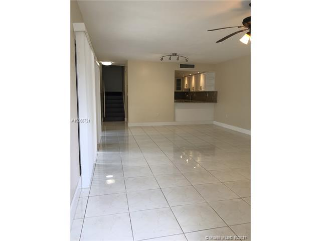 593 NW 98 Ave #593, Plantation, FL 33324 (MLS #A10358721) :: The Teri Arbogast Team at Keller Williams Partners SW