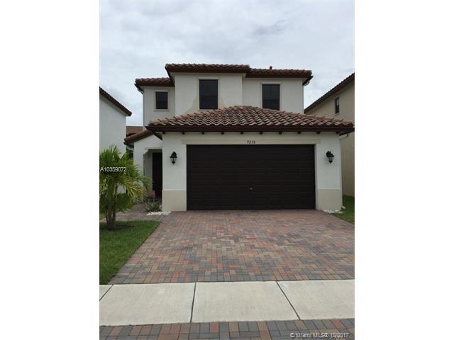 9238 SW 39th St, Miramar, FL 33025 (MLS #A10359072) :: Green Realty Properties