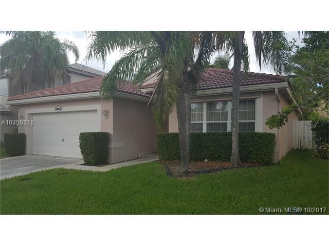 18215 SW 29 ST, Miramar, FL 33029 (MLS #A10359818) :: Green Realty Properties