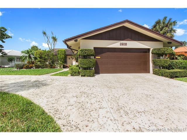 5701 Mulberry Dr, Tamarac, FL 33319 (MLS #A10359844) :: The Teri Arbogast Team at Keller Williams Partners SW