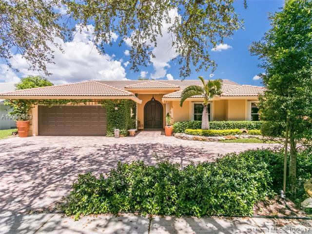 9301 NW 10th St, Plantation, FL 33322 (MLS #A10359853) :: The Teri Arbogast Team at Keller Williams Partners SW