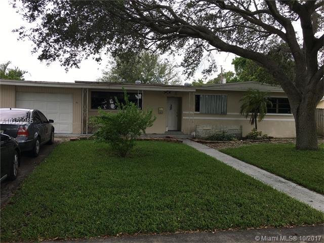 6829 NW 14th St, Plantation, FL 33313 (MLS #A10359985) :: The Teri Arbogast Team at Keller Williams Partners SW