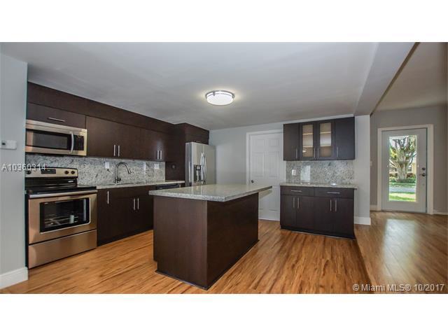 2732 NE 10 Ter, Wilton Manors, FL 33334 (MLS #A10360314) :: Castelli Real Estate Services