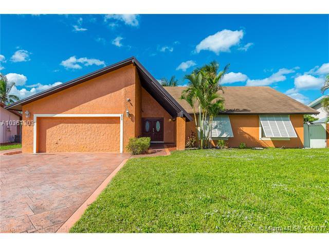 875 NE 205th Ter, Miami, FL 33179 (MLS #A10361903) :: Green Realty Properties