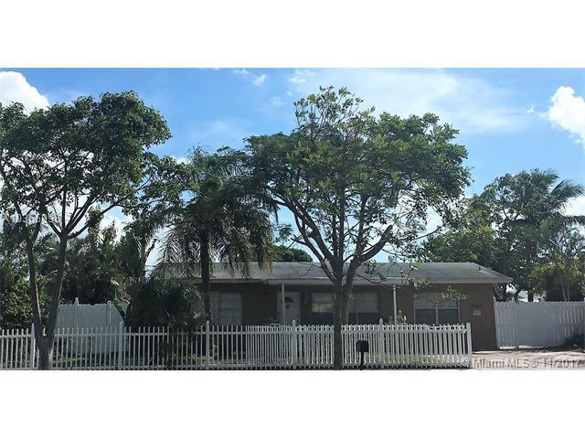 1040 NE 24th St, Pompano Beach, FL 33064 (MLS #A10365996) :: The Teri Arbogast Team at Keller Williams Partners SW