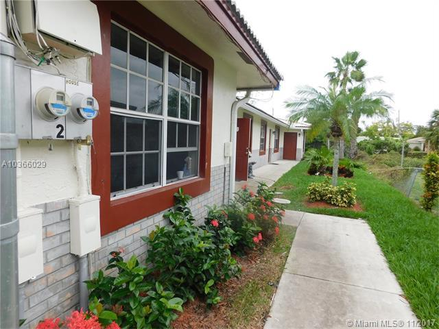 617 NW 15th Ave, Pompano Beach, FL 33069 (MLS #A10366029) :: The Teri Arbogast Team at Keller Williams Partners SW