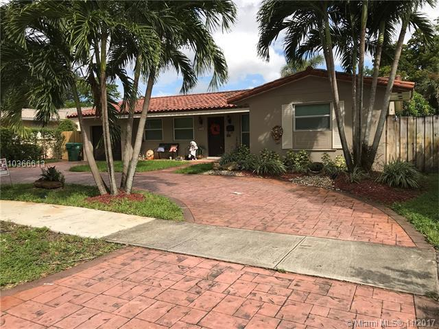 14325 Tabebuia Ln, Miami Lakes, FL 33014 (MLS #A10366613) :: Green Realty Properties
