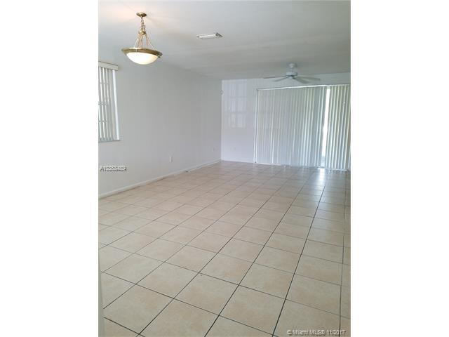 735 NW 42nd Ave #735, Plantation, FL 33317 (MLS #A10368489) :: Green Realty Properties