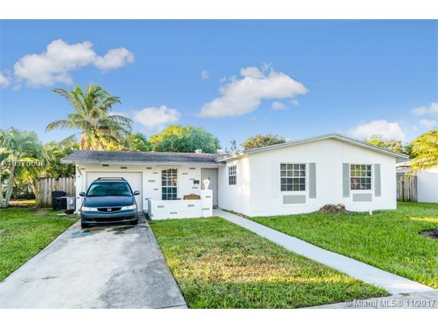 6790 SW 10th St, North Lauderdale, FL 33068 (MLS #A10370608) :: The Teri Arbogast Team at Keller Williams Partners SW