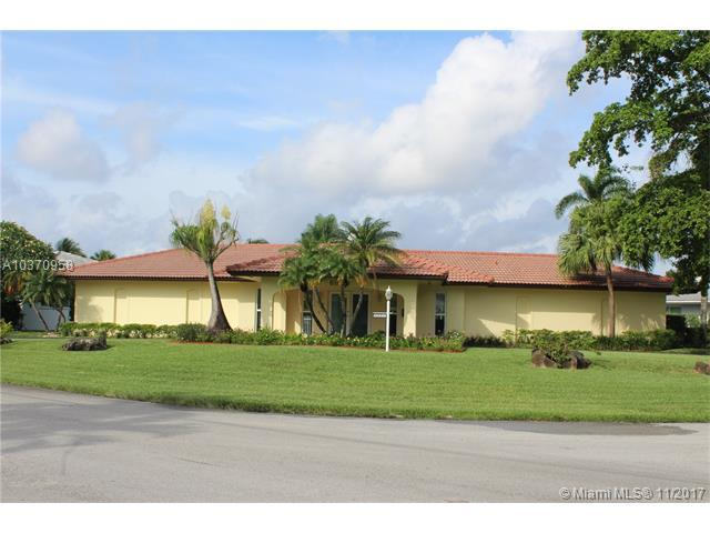6800 Winged Foot Dr, Hialeah, FL 33015 (MLS #A10370958) :: The Teri Arbogast Team at Keller Williams Partners SW