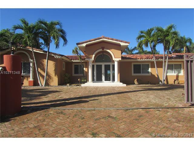 14020 SW 92nd Ave, Miami, FL 33176 (MLS #A10371348) :: The Erice Team