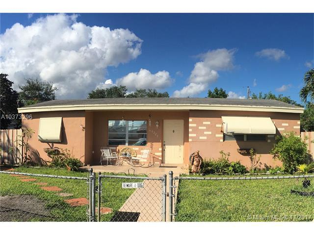 6329 Grant St, Hollywood, FL 33024 (MLS #A10373296) :: Castelli Real Estate Services