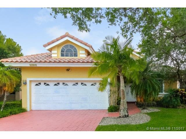 11810 Highland Pl, Coral Springs, FL 33071 (MLS #A10374613) :: Stanley Rosen Group