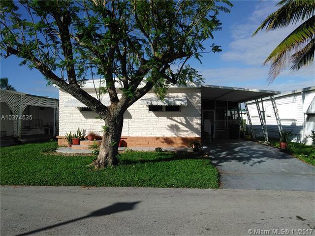 1631 SW 83rd Ave, Davie, FL 33324 (MLS #A10374635) :: Castelli Real Estate Services