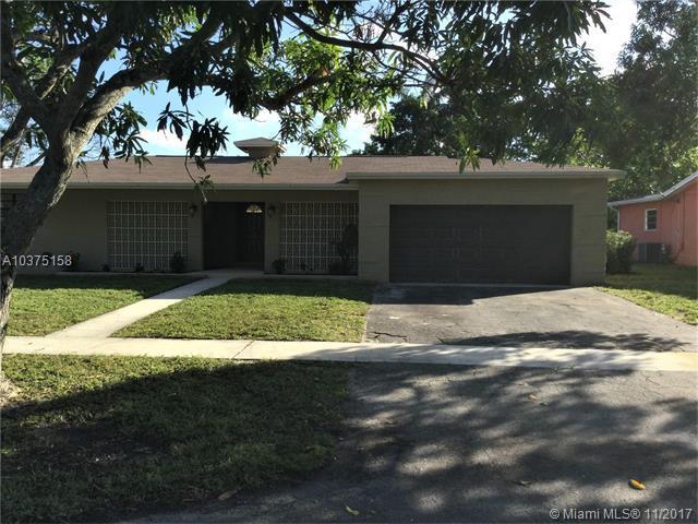 5300 SW 5th St, Plantation, FL 33317 (MLS #A10375158) :: Green Realty Properties