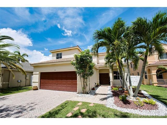 721 Tanglewood Cir, Weston, FL 33327 (MLS #A10375229) :: Green Realty Properties