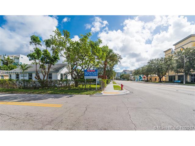 746 NE 3rd Ave, Fort Lauderdale, FL 33304 (MLS #A10375779) :: Stanley Rosen Group