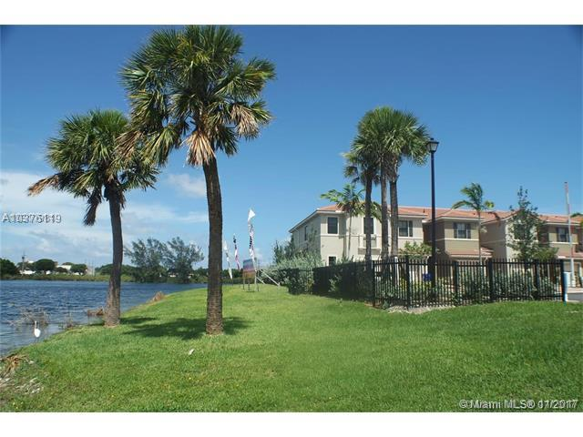 3390 NW 11th Ave, Pompano Beach, FL 33064 (MLS #A10376119) :: The Teri Arbogast Team at Keller Williams Partners SW