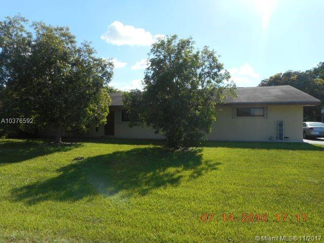 4501 SW 133rd Ave, Southwest Ranches, FL 33330 (MLS #A10376592) :: Stanley Rosen Group