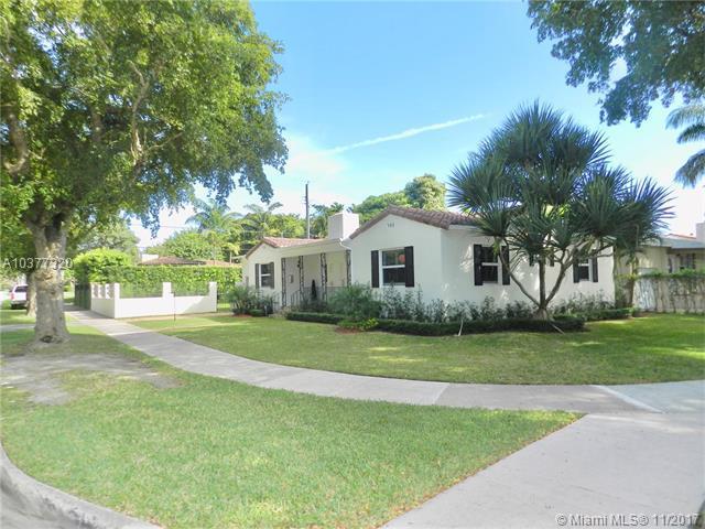 1711 Segovia St, Coral Gables, FL 33134 (MLS #A10377320) :: The Riley Smith Group