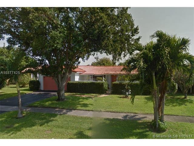 4706 Roosevelt St, Hollywood, FL 33021 (MLS #A10377425) :: Stanley Rosen Group
