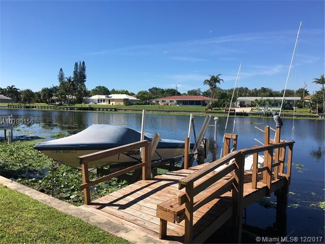 8121 Pine Tree Ln, Lake Clarke Shores, FL 33406 (MLS #A10380156) :: The Teri Arbogast Team at Keller Williams Partners SW