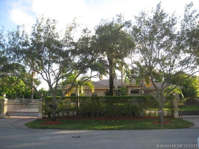 9750 SW 143rd St, Miami, FL 33176 (MLS #A10380350) :: The Erice Team