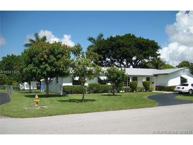 16922 SW 86th Ave, Palmetto Bay, FL 33157 (MLS #A10381425) :: The Erice Team