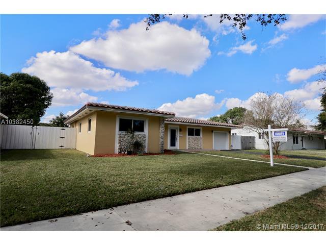 13920 Lake Candlewood Ct, Miami Lakes, FL 33014 (MLS #A10382450) :: Green Realty Properties