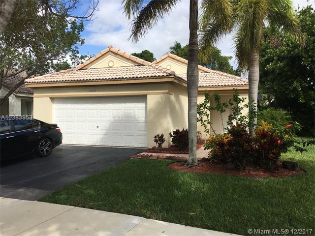 4088 SW Pine Ridge Lane, Weston, FL 33331 (MLS #A10383953) :: The Chenore Real Estate Group