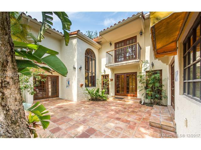 1250 Asturia Ave, Coral Gables, FL 33134 (MLS #A10384221) :: The Riley Smith Group