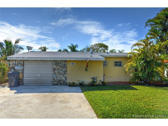 1154 Garfield St, Hollywood, FL 33019 (MLS #A10385774) :: RE/MAX Presidential Real Estate Group