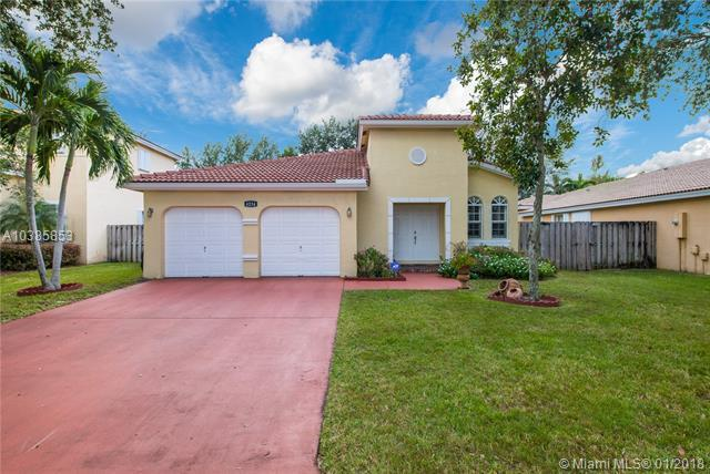 4234 NW 38th Dr, Coconut Creek, FL 33073 (MLS #A10385853) :: Stanley Rosen Group