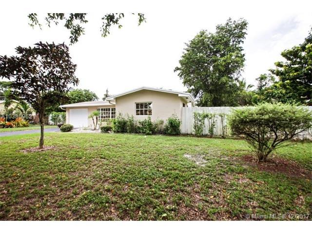 141 SW 52nd Ave, Plantation, FL 33317 (MLS #A10385962) :: The Chenore Real Estate Group