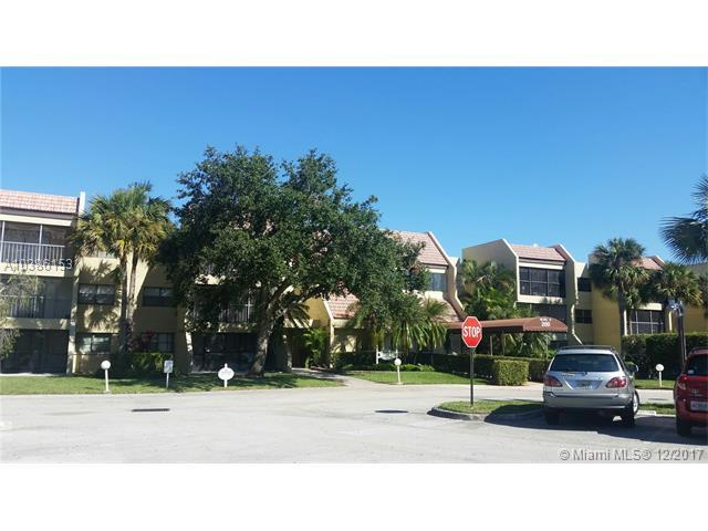 200 Lakeview Dr #206, Weston, FL 33326 (MLS #A10386153) :: The Chenore Real Estate Group