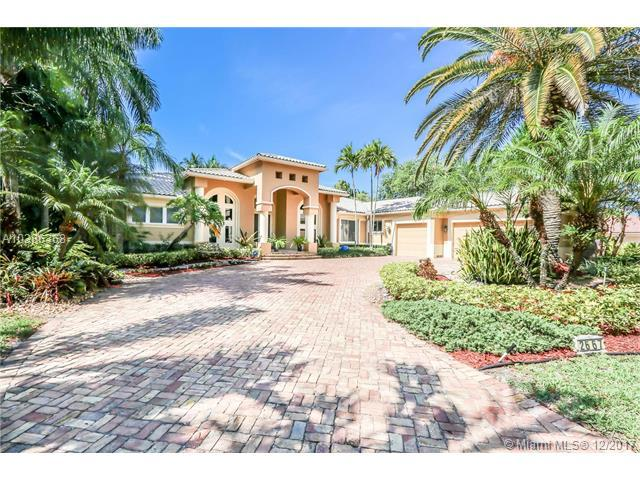 2667 Riviera Mnr, Weston, FL 33332 (MLS #A10386368) :: The Chenore Real Estate Group