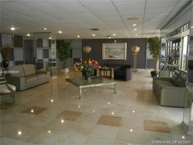 4350 Hillcrest Dr #209, Hollywood, FL 33021 (MLS #A10386511) :: The Chenore Real Estate Group